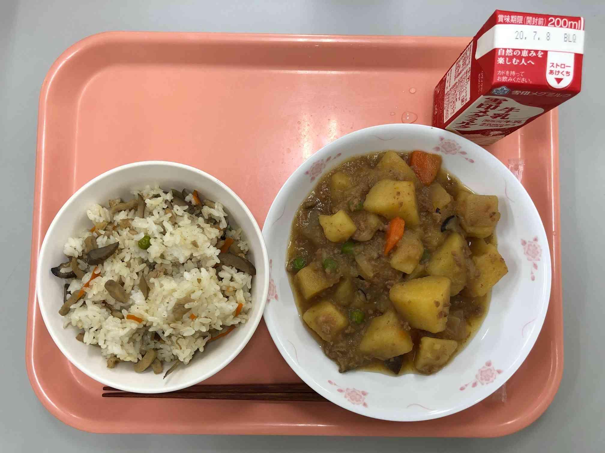フタサラ給食 高野豆腐ご飯.jpeg